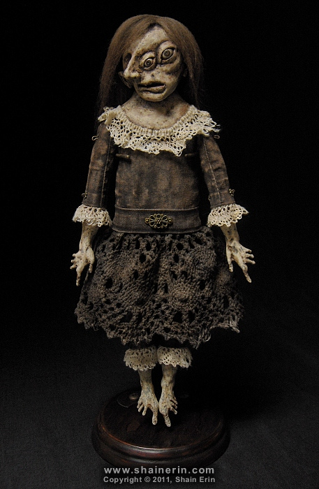 Sabelia – Exquisite Monster Art Doll